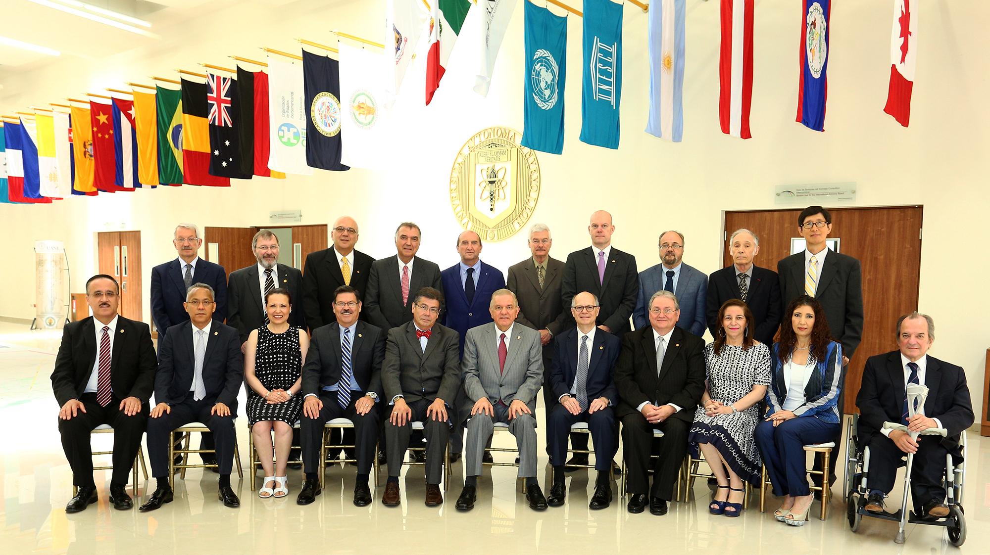 El consejo consultivo internacional al final de la sesión ordinaria