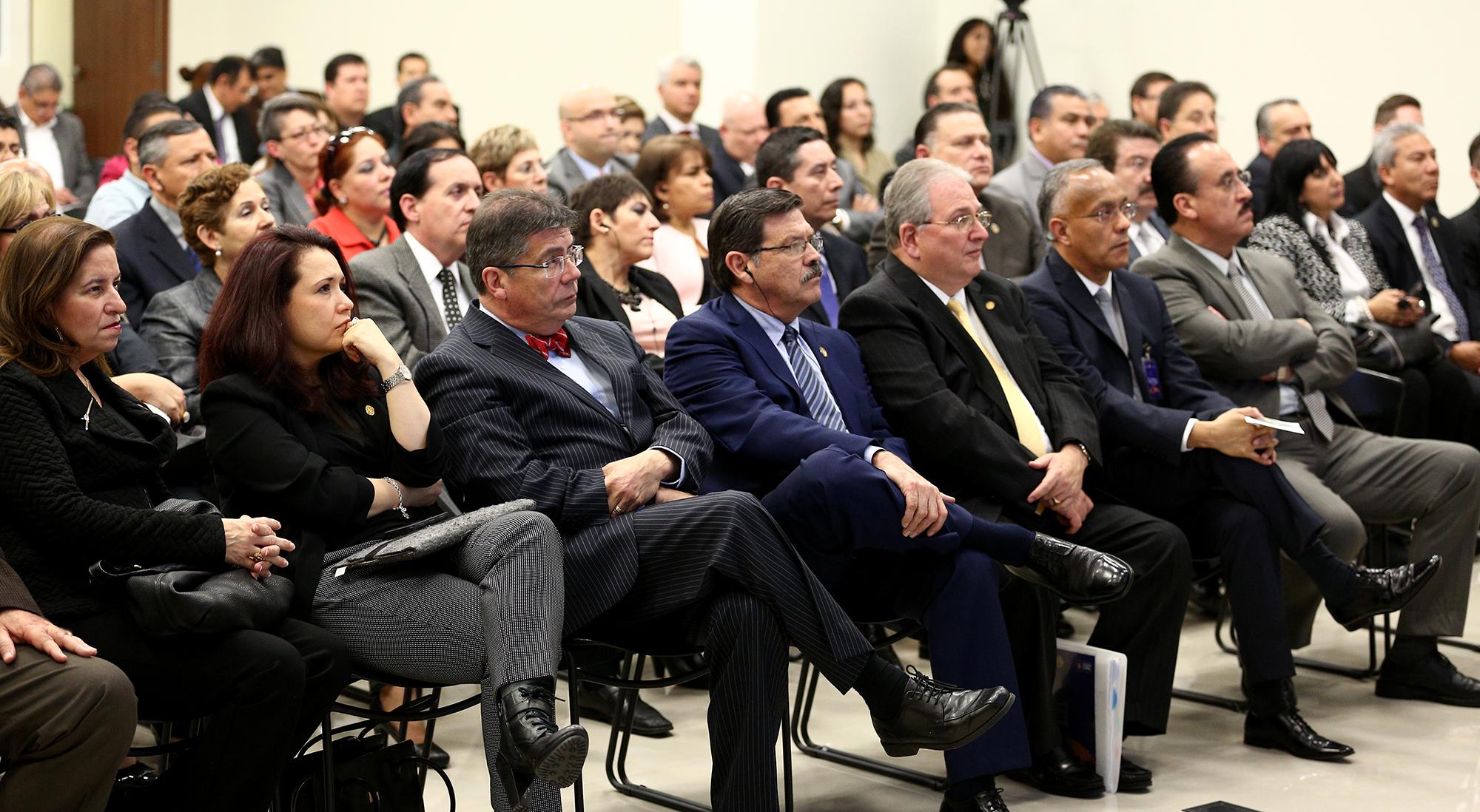 Extra El Rector de la UANL, Rogelio Garza Rivera, secretarios y miembros del Consejo Consultivo Internacional