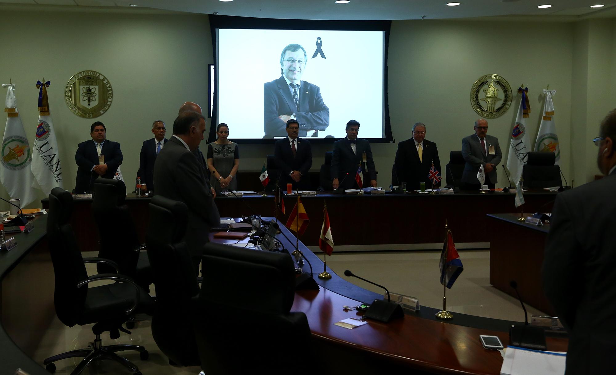 2extra Los integrantes del CCI recordaron con un minuto de silencio al Dr Mario Laforest